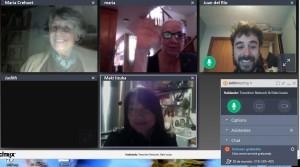 Algunas de las participantes del II curso de Transición hablando de sus proyectos