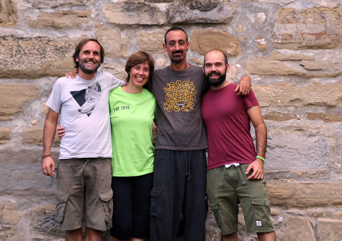 Jorge Carrasco y Mauri Mendez con Oriol Mascaró, regidor de Medio Ambiente, y su compañera Gemma