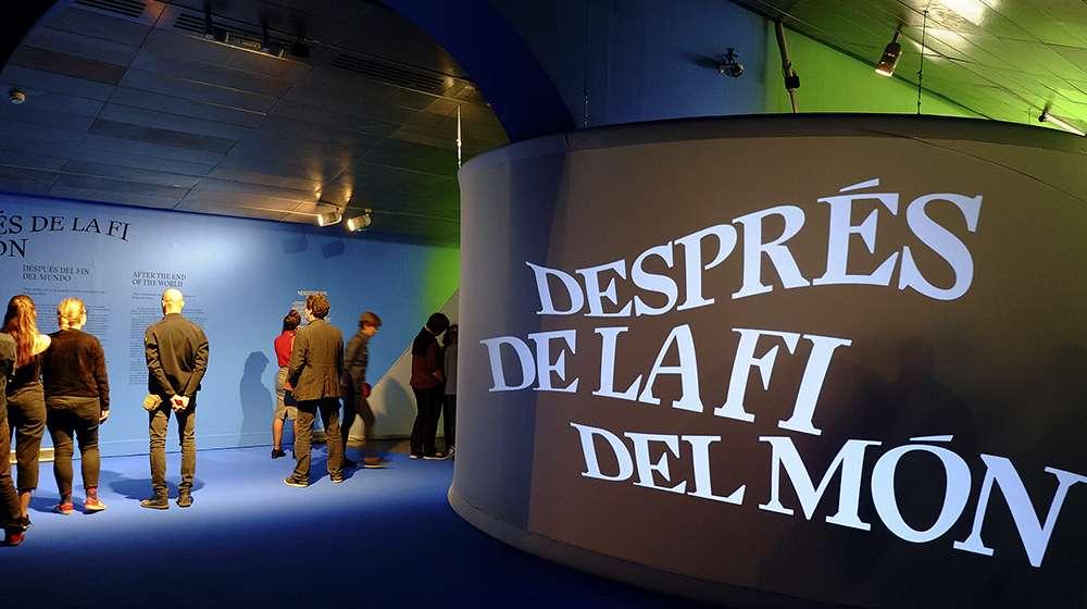 Inicio de la exposición DESPUÉS DEL FIN DEL MUNDO, en el CCCB.