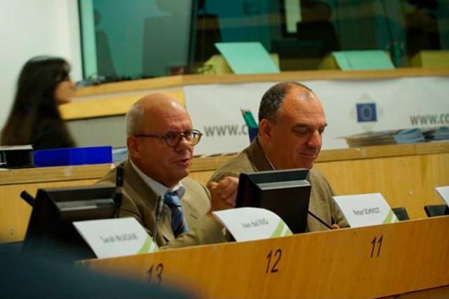 Municipios en Transición se presenta en el Día Europeo de las Comunidades Sostenibles: Peter Schmidt y Andrew Cooper dan la bienvenida.