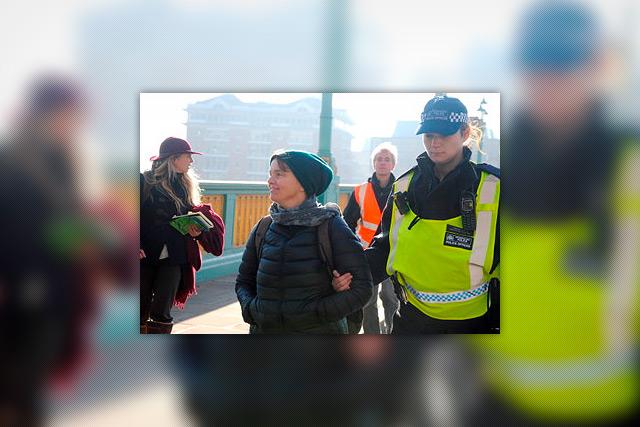 Una de las personas arrestadas en la acciones de Extinction Rebellion (Emma, de Totnes). Foto: Kay Michael.