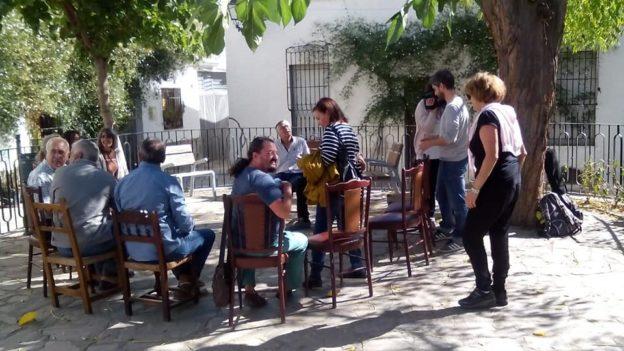 Reunión de Almócita en Transición en la plaza de la libertad en el pueblo