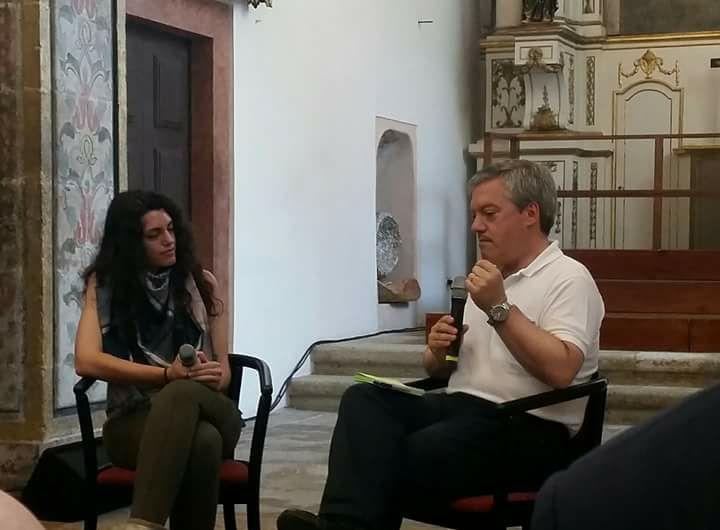 Ana Huertas conversa con el alcalde de Gaia